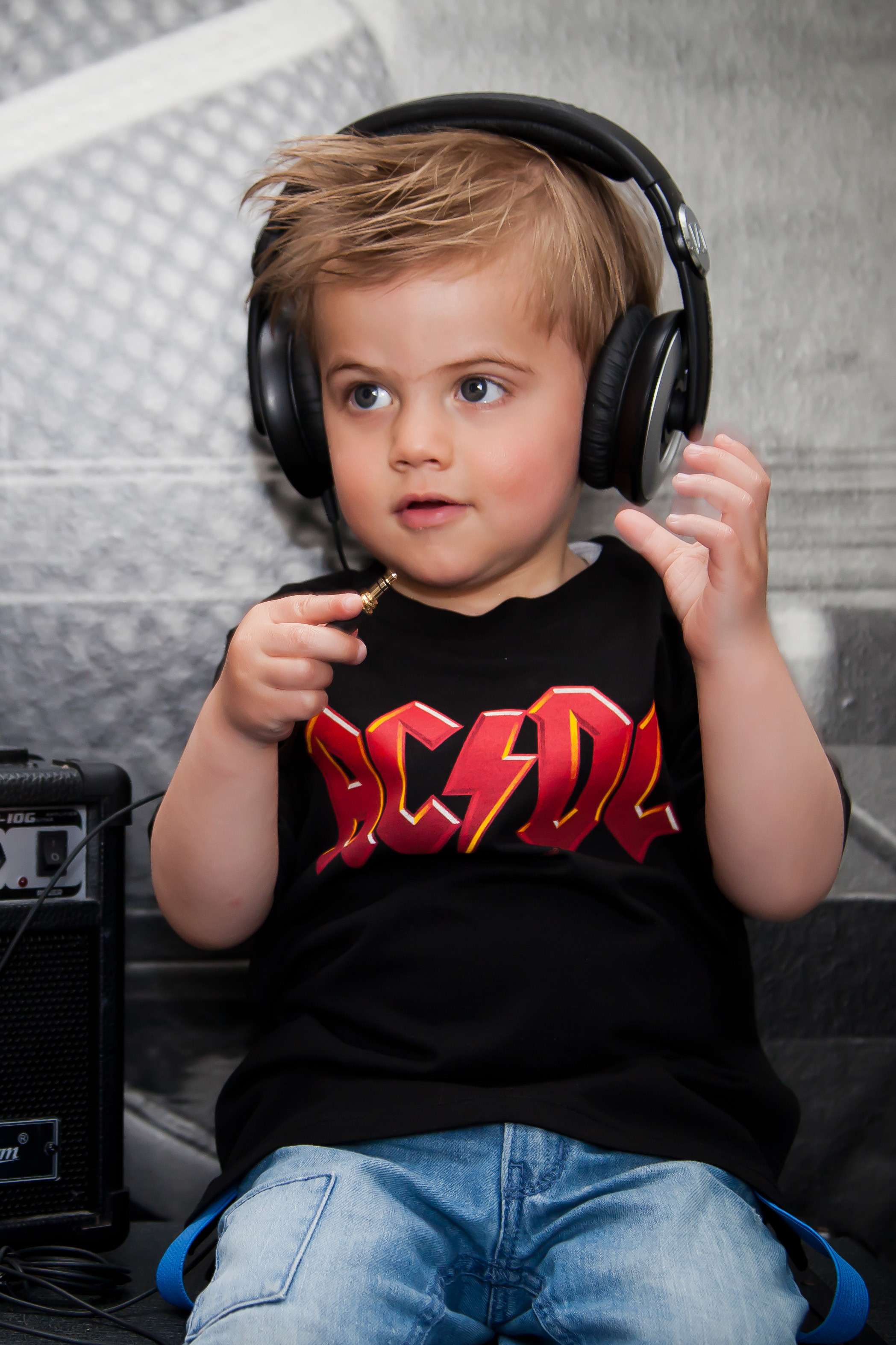 AC/DC baby Shirt gekleurd logo photoshoot foto